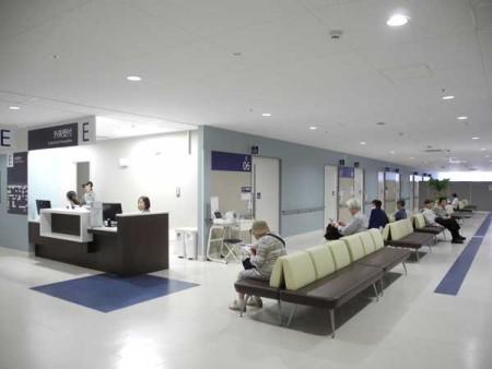 オープン3カ月の武蔵野徳州会病院待合室。撮影=筆者 禁無断転載
