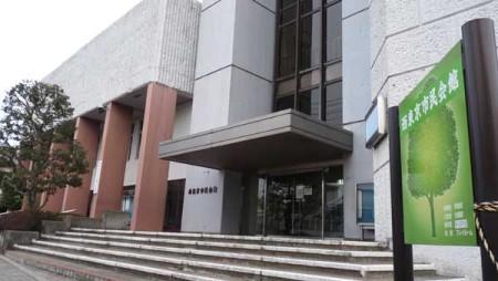 合築複合化の移転先とされている西東京市民会館。左側が公会堂(田無町四丁目)