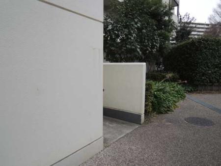 【都営柳沢六丁目アパートの自転車置き場(上)と ひばりが丘パークヒルズのスロープ(下)写真は筆者提供】