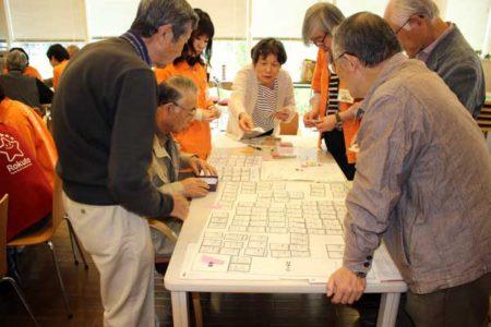 避難所運営に取り組む参加者(写真©ひばりタイムス)
