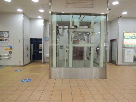 エレベーターの陰にあるトイレ(ひばりヶ丘駅)(写真は筆者提供)