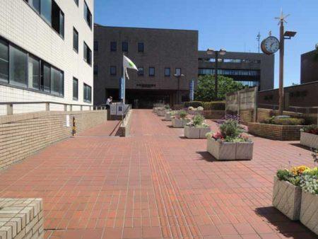 田無庁舎への長いスロープ