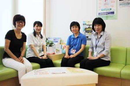 写真は、左から三輪隆子さん、前山倫さん、北波恵子さん、新堀彰子さん(みわ内科クリニック)
