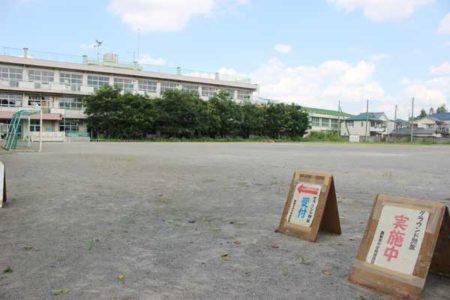 旧泉小校庭(9月10日)。午前中は約30人が利用したが、お昼時は人影がなかった。