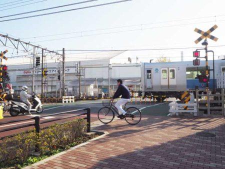 東伏見駅東側の踏切