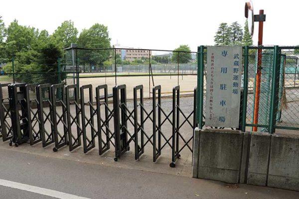 武蔵野運動場の専用駐車場