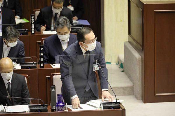 答弁する池澤市長